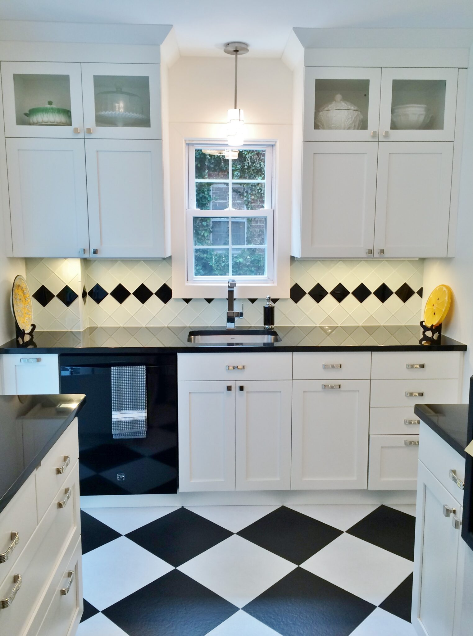 Integrated Kitchens | Kitchen - Transitional Black & White